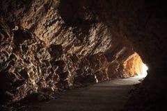 Caverna com extremidade de incandescência Imagem de Stock Royalty Free