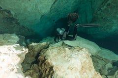 Caverna d'immersione U.S.A. di Florida Jackson Blue delle caverne subacquee degli operatori subacquei Immagine Stock