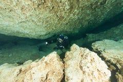 Caverna d'immersione U.S.A. di Florida Jackson Blue delle caverne subacquee degli operatori subacquei Fotografie Stock Libere da Diritti
