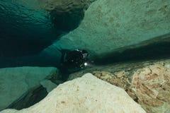 Caverna d'immersione U.S.A. di Florida Jackson Blue delle caverne subacquee degli operatori subacquei Fotografia Stock