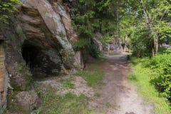 Caverna da rocha da areia em Ligatne Imagens de Stock