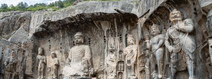 Caverna de Fengxiangsi nas grutas de Longmen em Luoyang, Henan, China imagem de stock