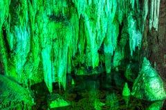 Caverna de Furong no parque nacional da geologia do cársico de Wulong, China fotografia de stock royalty free