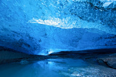 Caverna de gelo azul imagens de stock royalty free