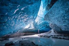 Caverna de gelo em Vatnajokull, Islândia foto de stock royalty free