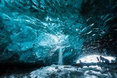 Caverna de gelo em Vatnajokull, Islândia sul Foto de Stock