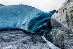 Caverna de gelo na geleira de Worthington no Estados Unidos de Alaska de Ameri Fotografia de Stock
