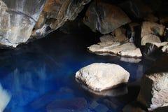 Caverna de Grjotagja, Isl?ndia imagens de stock