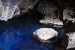 Caverna de Grjotagja, Isl?ndia foto de stock royalty free