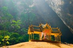 Caverna de Phraya Nakhon Khao Sam Roi Yot National Park em Tailândia foto de stock