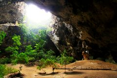 Caverna de Phraya Nakhon, Khao Sam Roi Yot National Park, Tailândia imagens de stock