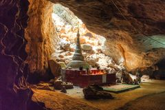 A caverna de Sadan em Hpa-An, Myanmar fotografia de stock