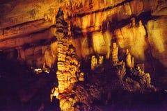 A caverna de Sataplia em Geórgia iluminou-se por cores diferentes Imagem de Stock Royalty Free