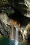 Caverna del fiume della montagna Fotografie Stock Libere da Diritti