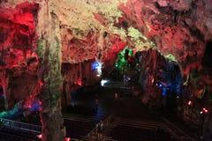 Caverna del ` s di Michael illuminata in Gibilterra Fotografia Stock Libera da Diritti
