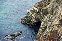 Caverna della riva dell'oceano Fotografia Stock Libera da Diritti