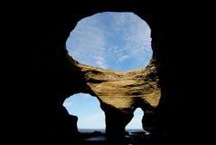 Caverna della scogliera nel Patagonia Immagine Stock