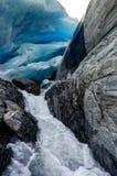 Caverna di ghiaccio al ghiacciaio di Worthington nell'Alaska Stati Uniti di Ameri fotografia stock libera da diritti