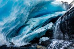 Caverna di ghiaccio al ghiacciaio di Worthington nell'Alaska Stati Uniti di Ameri Immagini Stock Libere da Diritti