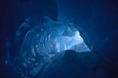 Caverna di ghiaccio blu Immagini Stock Libere da Diritti