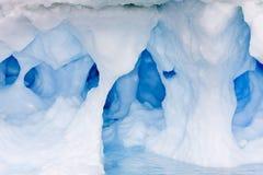 Caverna di ghiaccio blu Immagine Stock Libera da Diritti