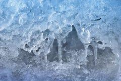 Caverna di ghiaccio Ghiaccioli che appendono giù racconto del ghiaccio immagini stock