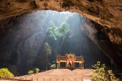 Caverna di Phraya Nakhon, Sam Roi Yot National Park, Pranburi, Tailandia. Fotografia Stock Libera da Diritti