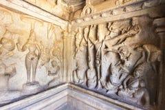 Caverna di Varaha - un sito del patrimonio mondiale dell'Unesco - in Mamallapuram (Mahabalipuram) in Tamil Nadu, India fotografie stock libere da diritti