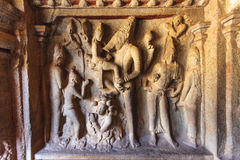 Caverna di Varaha - un sito del patrimonio mondiale dell'Unesco - in Mamallapuram (Mahabalipuram) in Tamil Nadu, India immagine stock