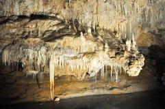 Caverna do lago: Estalactites Imagem de Stock