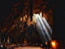 Caverna do luang de Khao em Tailândia imagens de stock royalty free