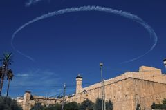 A caverna dos patriarcas em Hebron, com círculo dado forma redondo do Contrail foto de stock