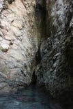 Caverna e água Imagens de Stock Royalty Free