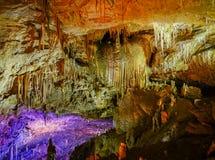 Caverna famosa do PROMETHEUS perto de Kutaisi com muitos estalactites e estalagmites imagem de stock royalty free
