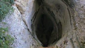 Caverna grande com cores surpreendentes video estoque
