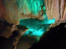Caverna hermosa a descubrir Imagen de archivo libre de regalías