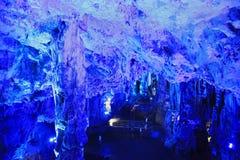 Caverna iluminada, Gibraltar do ` s de St Michael, Europa Imagem de Stock Royalty Free