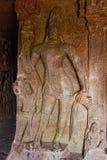 Caverna 2, interior, Bodhisattva na esquerda da entrada do santuário Cavernas de Aurangabad, Aurangabad, Maharashtra Imagem de Stock