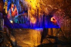 Caverna multilayer bonita do cársico imagens de stock royalty free