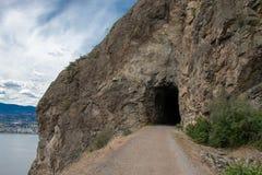 Caverna na fuga de montanha fotografia de stock