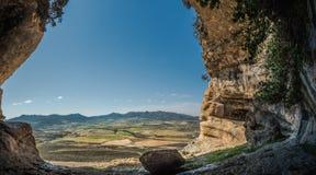Caverna na montanha fotografia de stock