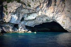 Caverna nel mare fotografia stock libera da diritti