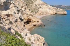 Caverna no seashore imagem de stock royalty free