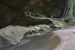 Caverna rasa com córrego imagens de stock royalty free