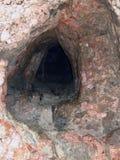 Caverna sul pendio dell'acropoli immagine stock libera da diritti