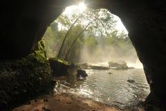 Caverna sulla foresta nel parco nazionale di Khao Yai, Tailandia Immagine Stock