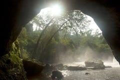 Caverna sulla foresta nel parco nazionale di Khao Yai, Tailandia Fotografia Stock