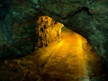 Cavernas com luz fotografia de stock royalty free