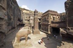 Cavernas de Ellora. Templo Hindu antigo da rocha imagem de stock