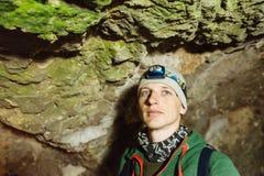 Cavernas de exploração do homem na cidade subterrânea de Derinkuyu Foto de Stock Royalty Free